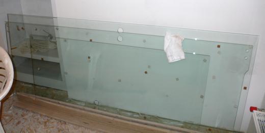 szkło przy ścianie