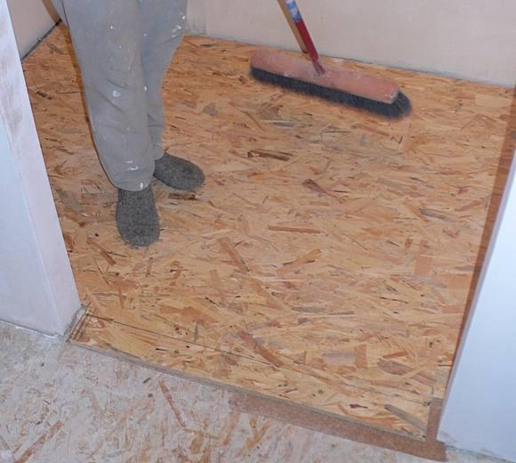 mała łazienka - 2 warstwa podłogi - płyta OSB 18mm
