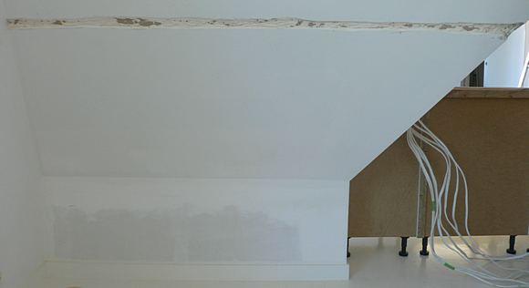 Widok na ścianę przed montażem szafek