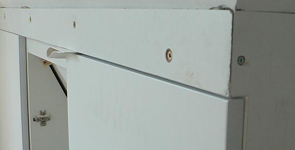 Zbliżenie na wstawione szafki